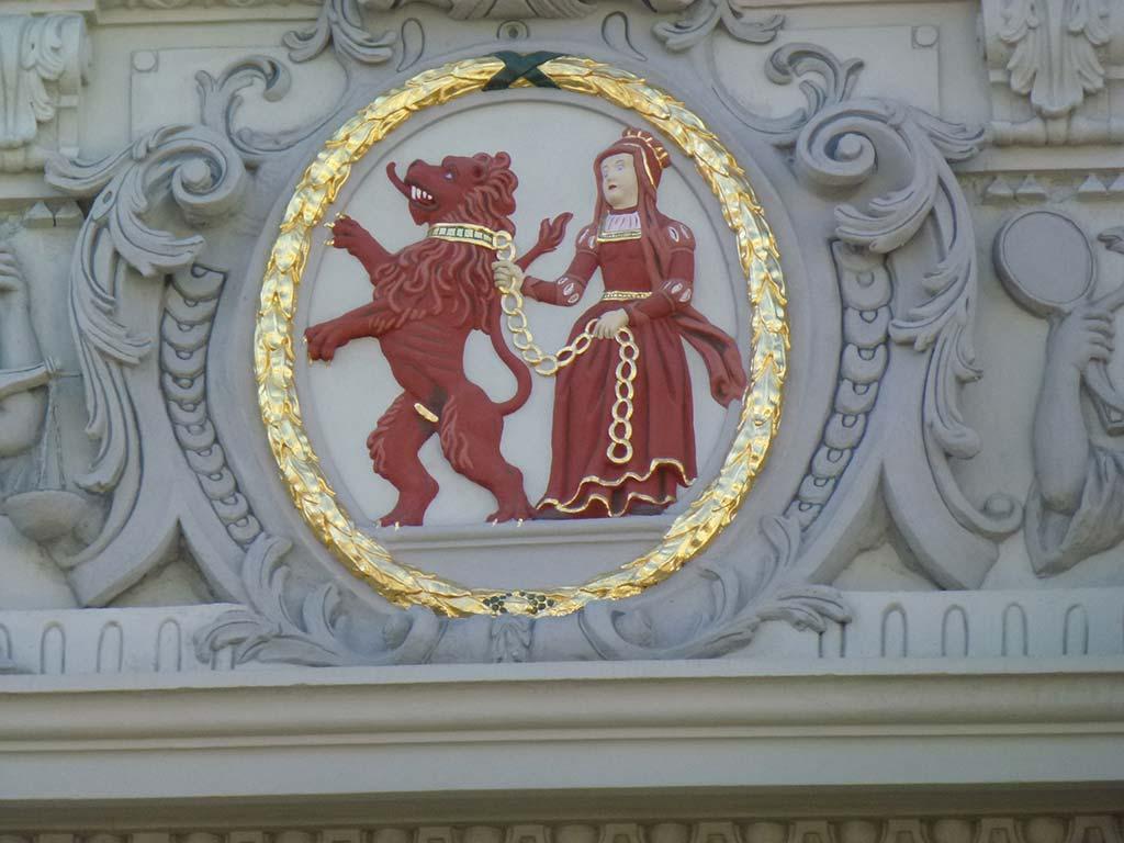 Fresken am Kirchengebäude