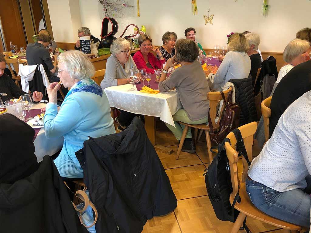 Kaffee und Dessert im Gasthof Lamm in Menzau